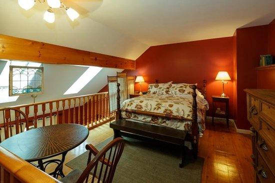 Rosemount B&B Inn: Edwards Suite bedroom