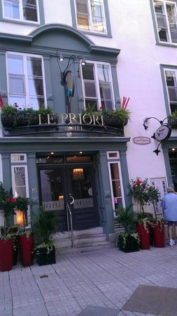 Hotel Le Priori: The front of the hotel