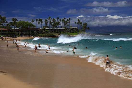 Napili Kai Beach Resort: Huge waves is fun! - tunliweb.no