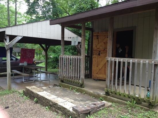 Muddy patio camping cabin 48 picture of blue rock state for Camp gioia ohio cabine