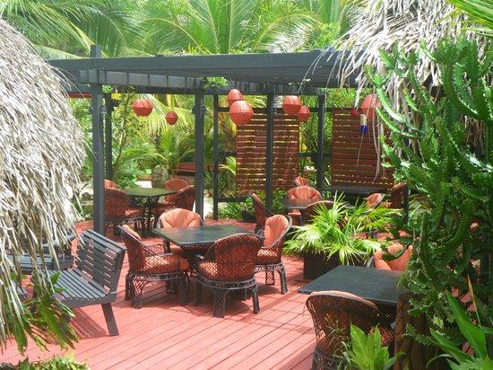 Singing Sands Inn: Outside Dining