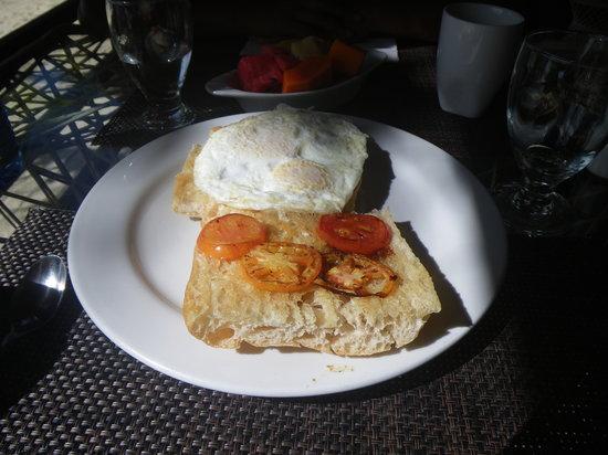 Maya Beach Hotel Bistro : Egg Sandwich
