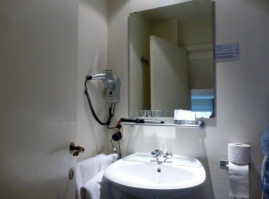 Ambrosia Hotel: Bathroom