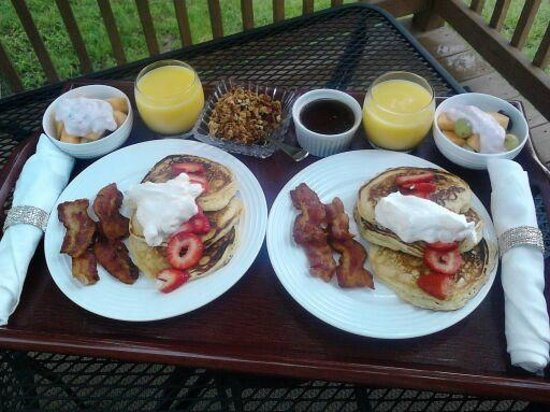 Bella Teresina Inn: Amazing and delicious breakfast on private balcony!