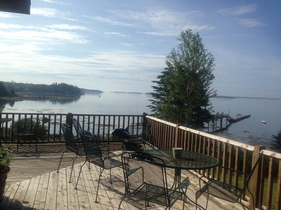 9th Wave Lodge: Deck view