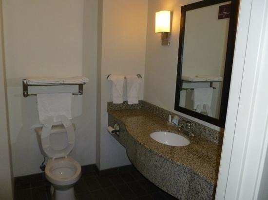 Sleep Inn & Suites: bathroom upon arrival