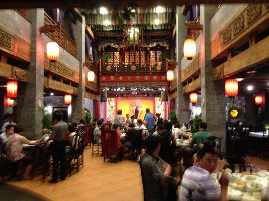 Auspicious Business Hotel: Nice traditional restaurant off main lobby