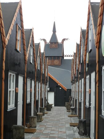 Viking Village Hotel: Going to wood cabins