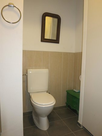 Hotel Giacometti: Toilet in Room 7