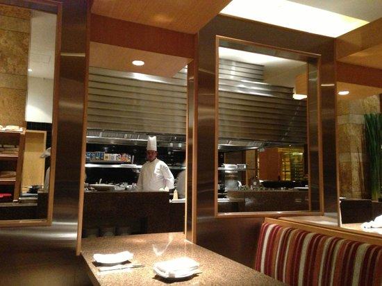 Celini : Open Kitchen