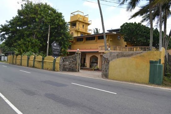 Shanthi Beach Resort: from the road