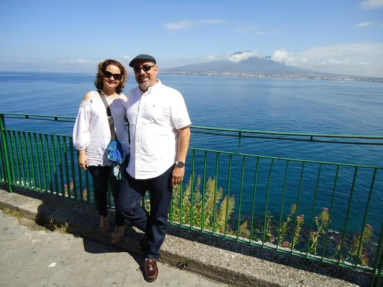 Discovery Tours Limousine Service Day Tours : The Amalfi Coast
