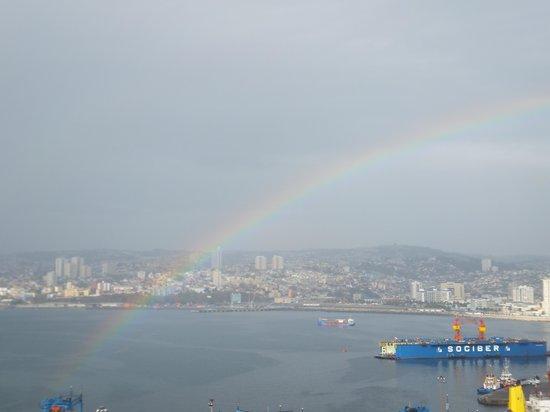 Casa Hostal 199 : Rainbow over Valparaiso!
