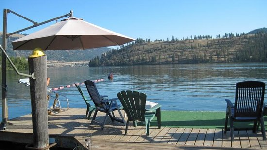 Kal Lake Hideaway Bed & Breakfast Vacation Resort: The dock