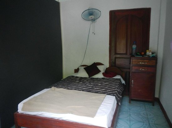 Halolao Backpackers: my room