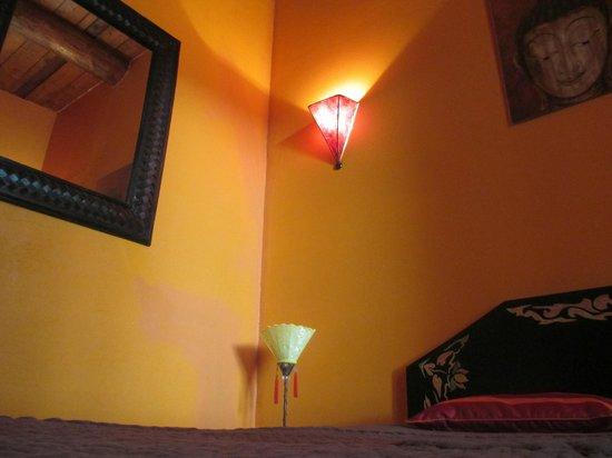 """Chambres d'Hotes Le Leyrac : Chambre """"Yoko"""" (avec poutres apparentes)"""