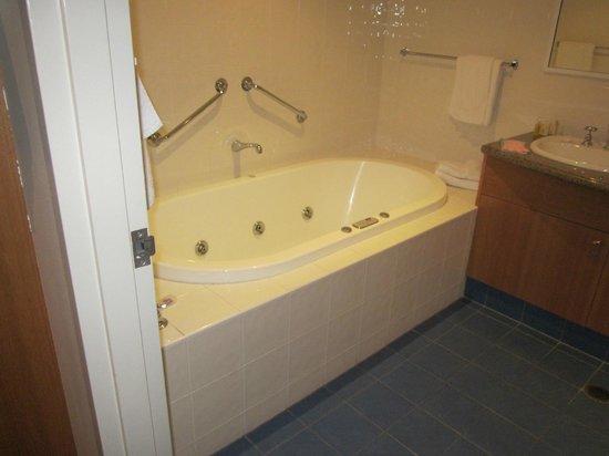 Edgewater: deep spa not bad