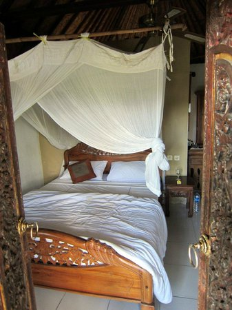 Taman Indrakila: bed with mosquito net furnished