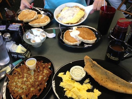 DJ's North Woods Family Restaraunt: A light breakfast for two