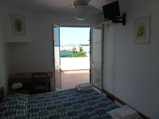 Hotel Odissea: Camera con terrazzino