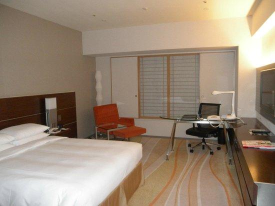 Hilton Nagoya: big and comfortable room