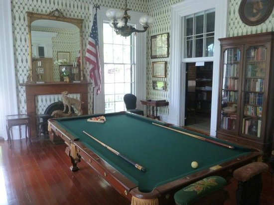 J.N. Stone House Musicale B&B: The billiard room