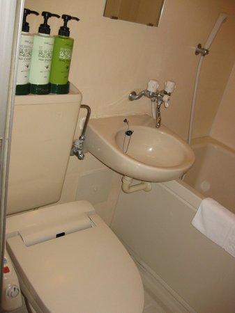 Utsunomiya Higashi Hotel: トイレとシャンプー