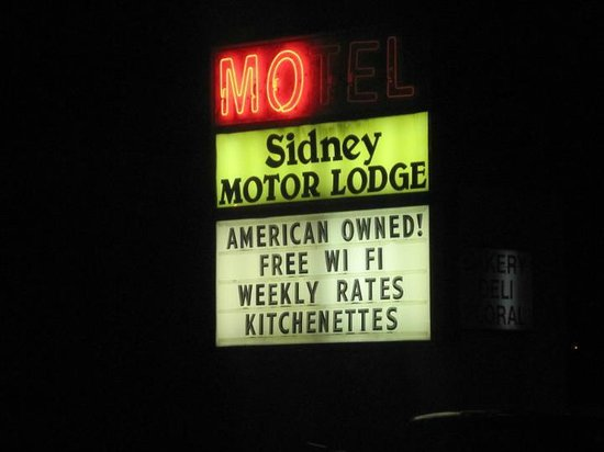 Sidney Motor Lodge: Front sign!