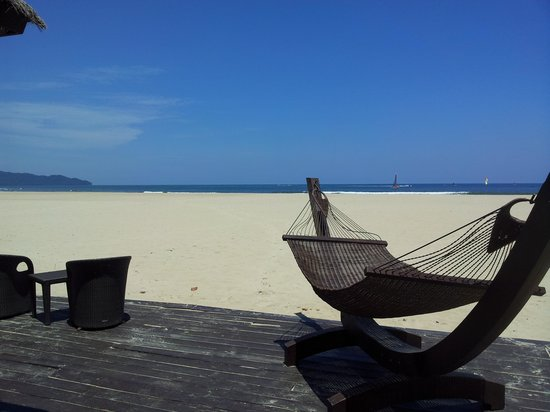 Shangri-La's Rasa Ria Resort & Spa: Beach view