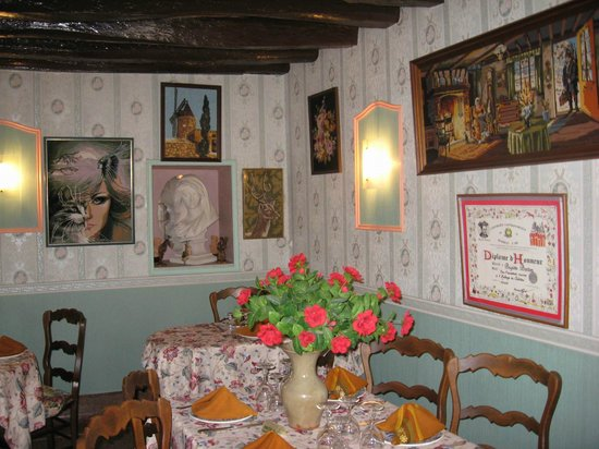 Auberge du Chateau: une salle magnifiquement décorée