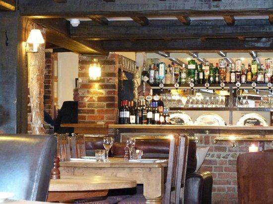 The Royal Oak Inn: bar