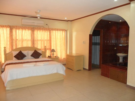 Subic Waterfront Resort and Hotel: jacuzzi room