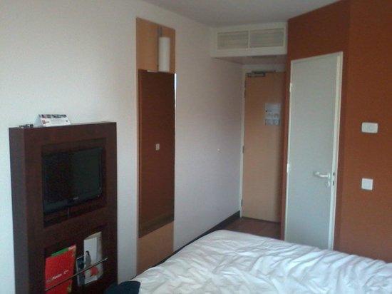 Ibis Marseille Centre Euromed : room