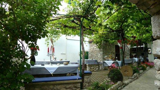 Buffet Osor : Gastgarten