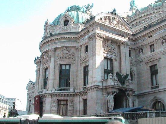 how to get to palais garnier