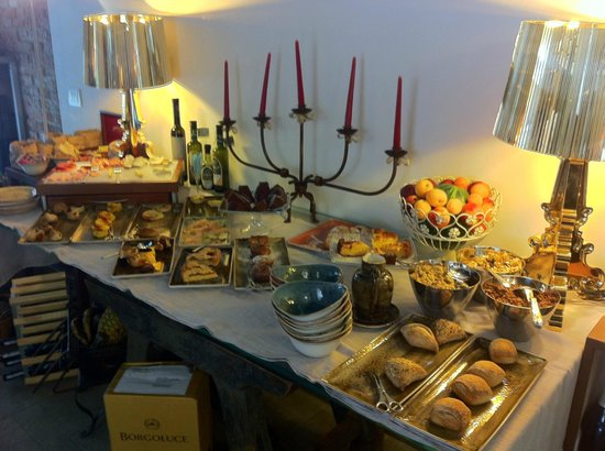 Corte Di Gabriela: Breakfast spread