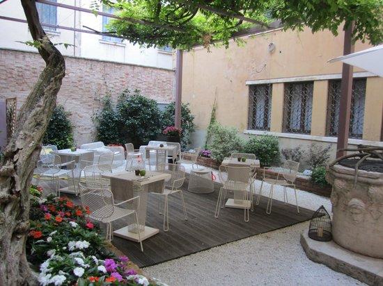 Corte Di Gabriela: Courtyard
