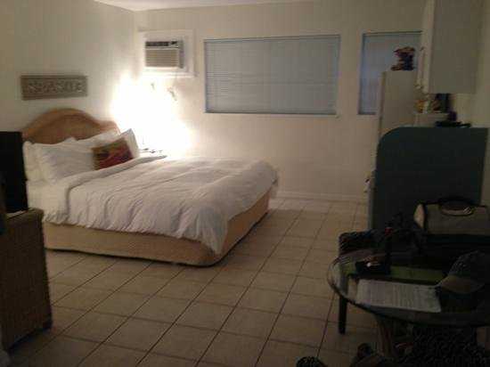 Pines and Palms Resort: Room 2