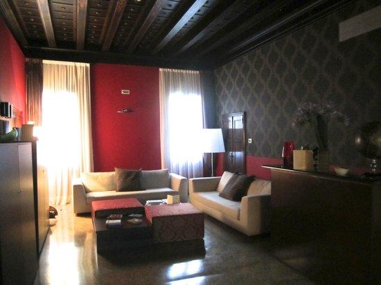 Corte Di Gabriela: Upper floor lounge area