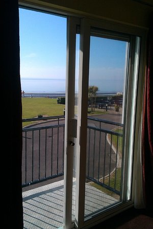 Quality Hotel & Leisure Center Youghal: Small balcony, beautiful view from room.