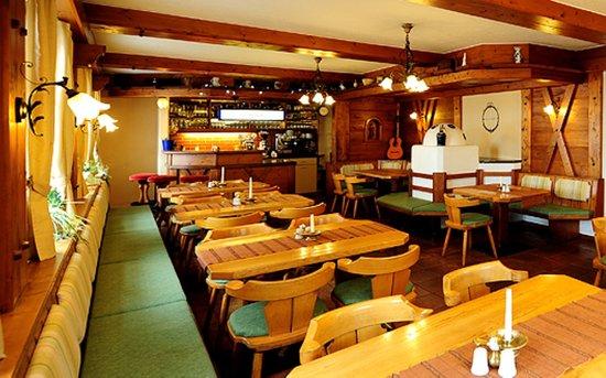 Gasthof Kreuz Bergpension: unsere gemütliche Gaststube