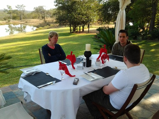 Elandela Private Game Reserve: lunch time at elendela