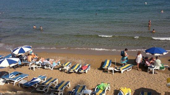 Akasya Motel: Beach 4 mins walk away.