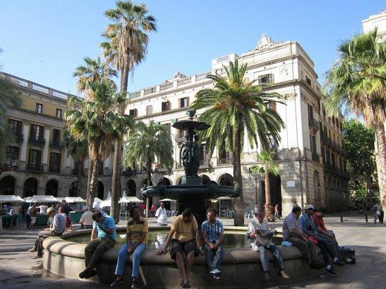 Hola! Barcelona Tours: Plaça Reial