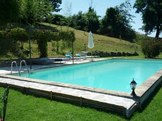 Casale La Pietra Gialla: piscina