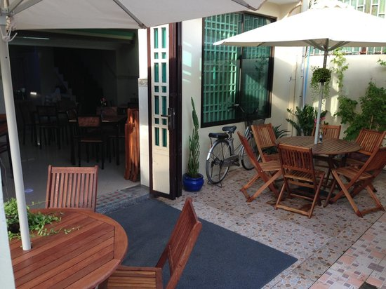 Alma Cafe : Outside seating, inside there is much more room and ambiance