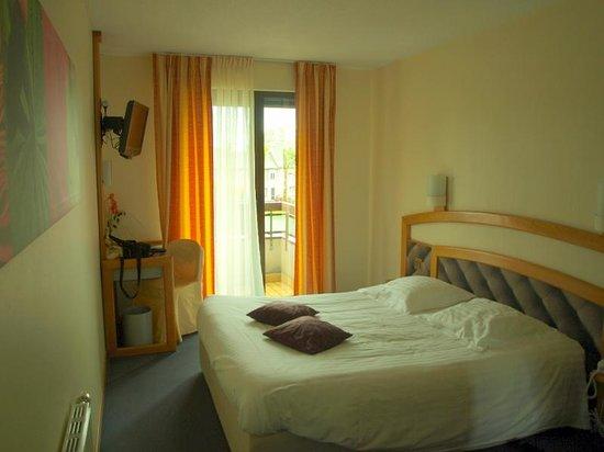 Best Western Le Relais de Laguiole Hotel & Spa : le lit
