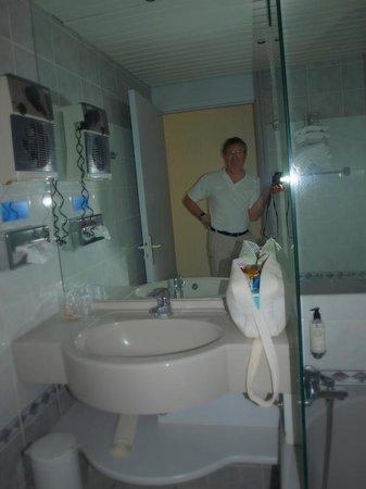 Best Western Le Relais de Laguiole Hotel & Spa : salle de bain