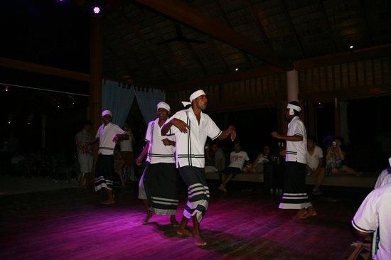 Veligandu Island Resort & Spa: Maldives dance in the bar