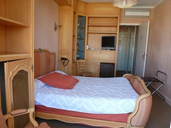 Photo of Hotel au Poisson d'Argent Le Mesnil-en-Vallee